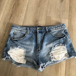 Distressed Highwaisted Shorts Light Wash